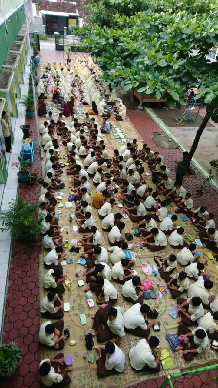 "Hari Gizi Nasional ""Gizi Seimbang, Prestasi Gemilang"""