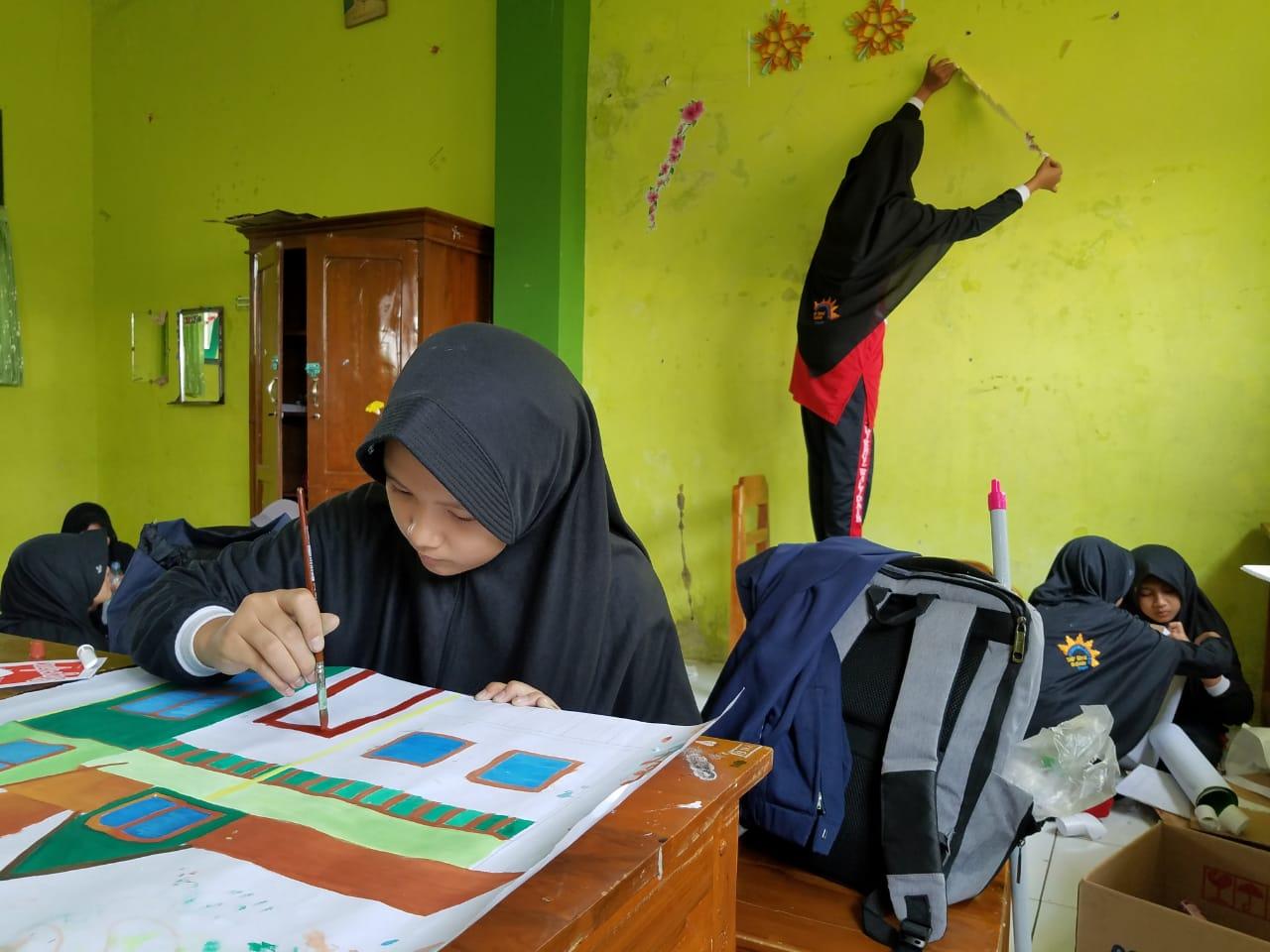 Mengembangkan kreativitas melalui Hias Kelas