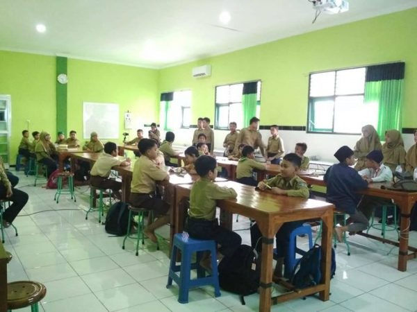 Workshop dan Lomba Line Follower daam Birrul Robotic Competition