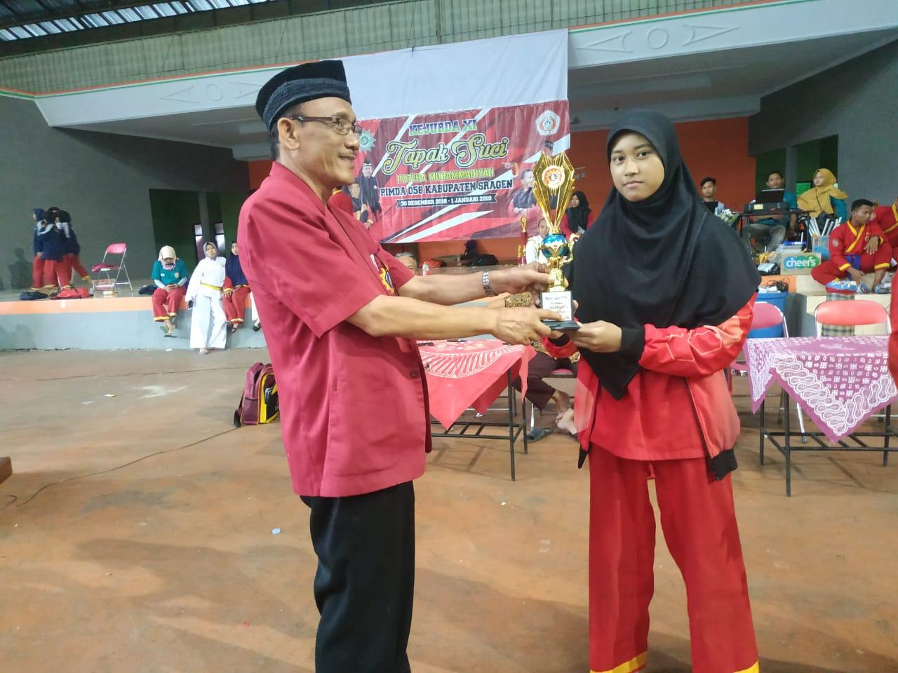 Juara dan Pesilat Remaja Putri Terbaik Kejurda 2018