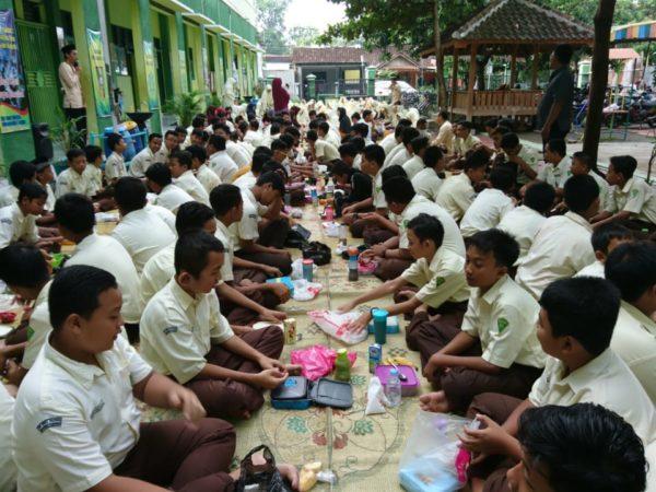 "Hari Gizi Nasional "" Gizi Seimbang, Prestasi Gemilang """