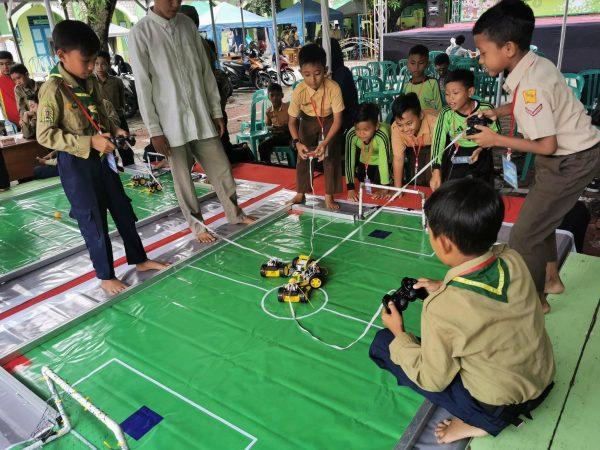 Lomba Soccer di Birrul Robotic Competition